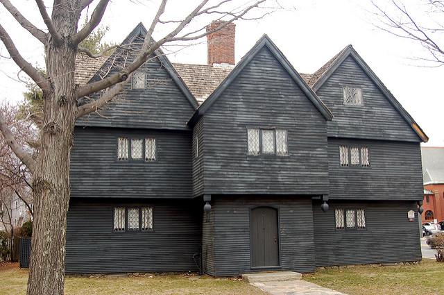 Halloween en The Witch House en Salem.