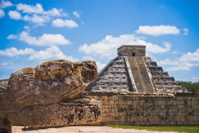 Vista de la pirámide de Kukulkán en Chichén Itzá.