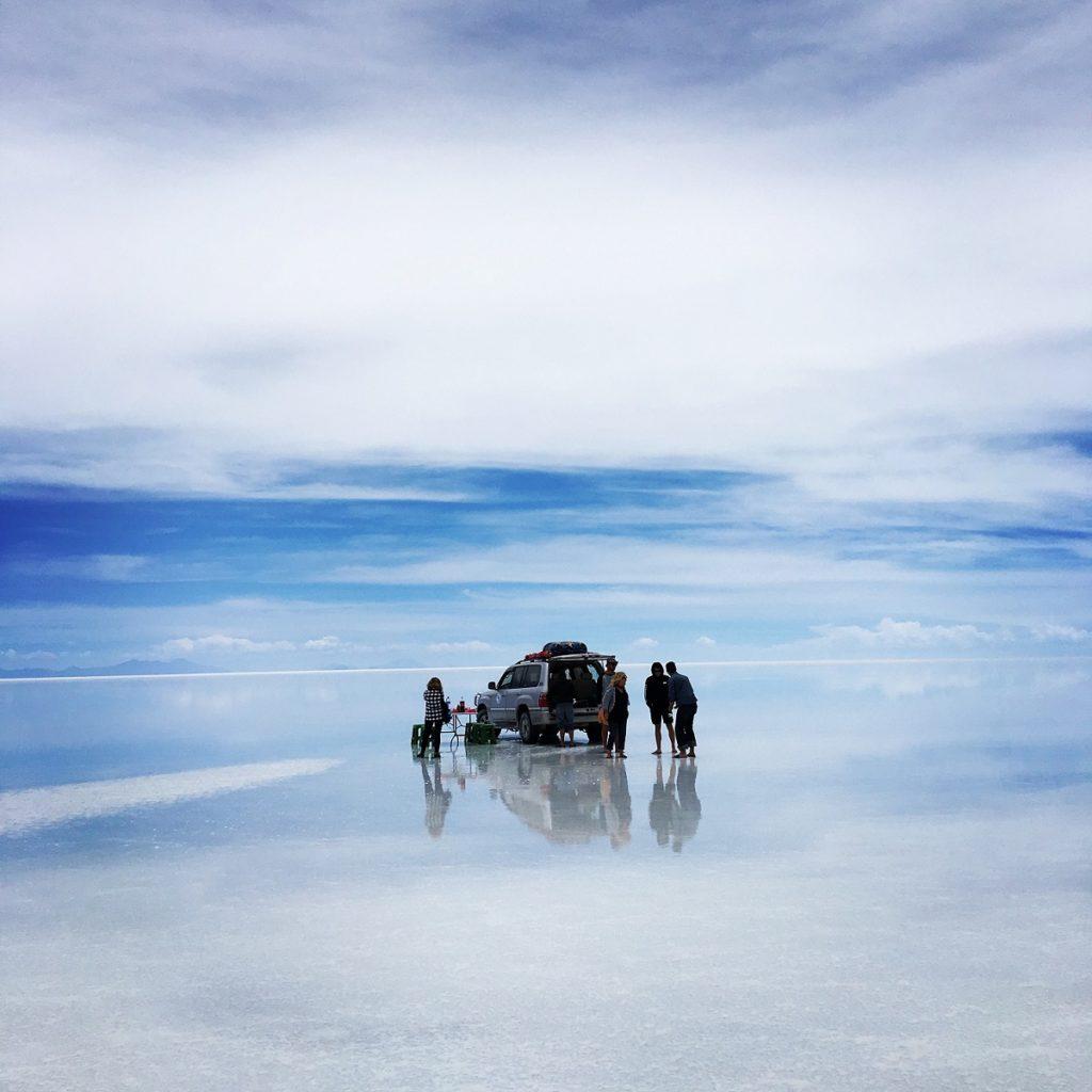 Efecto espejo en el salar de Uyuni, Bolivia. Foto por Scott Dukette.