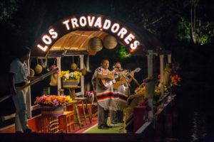 Trovadores en el parque Xoximilco.