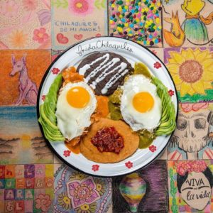 Huevos divorciados de Frida Chilaquiles.