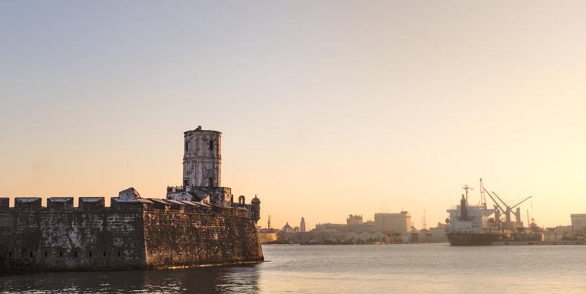 En su paso por Veracruz no dejes de visitar el puerto de San Juan Ulúa, la histórica fortaleza de Veracruz